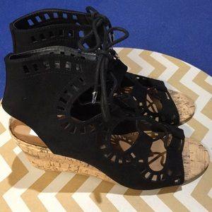 NWOT DV Sandals